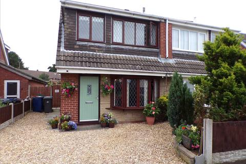 3 bedroom semi-detached house for sale - Larchwood  Cresent, Leyland