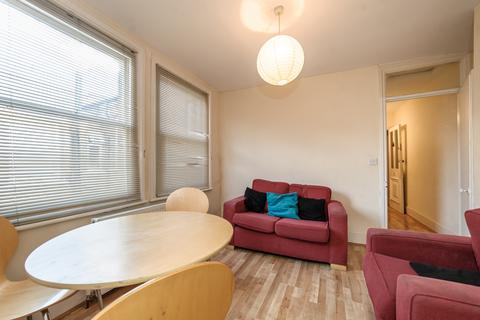 3 bedroom flat to rent - Hackford Road, Oval