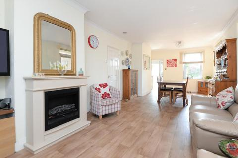 2 bedroom detached bungalow for sale - Kingsnorth Road, Ashford, TN23