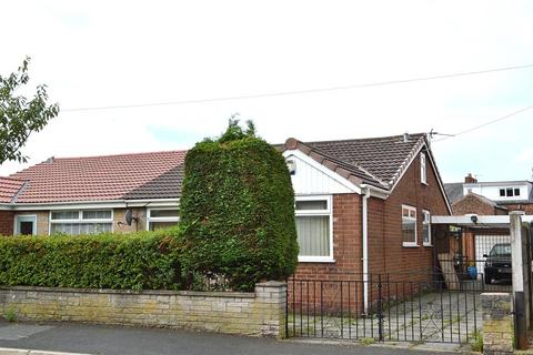 3 bedroom bungalow for sale - Knowl Street, Hollinwood, Oldham, OL8 3RG