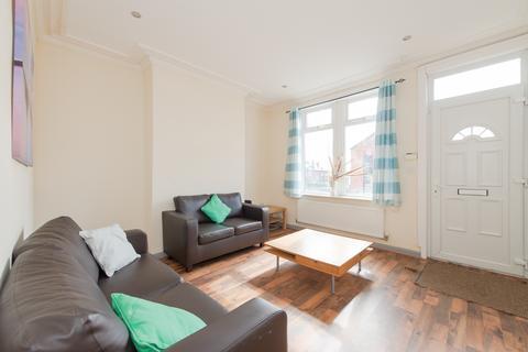 4 bedroom terraced house to rent - Aston Road, Leeds, LS13