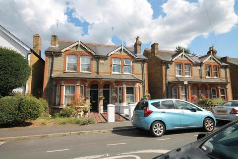 2 bedroom semi-detached house for sale - Queens Road, Feltham, TW13