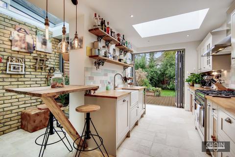 2 bedroom semi-detached house for sale - Cecil Road, Enfield, Hertfordshire, EN2