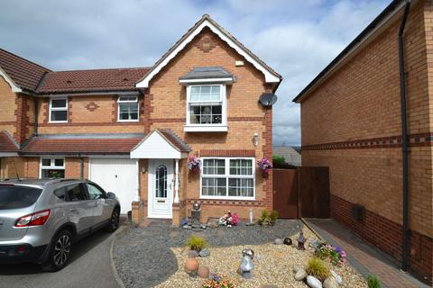3 bedroom semi-detached house for sale - Lower House Close, Thackley,