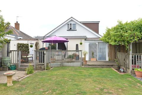 3 bedroom chalet for sale - Arnolds Close, Barton On Sea, New Milton
