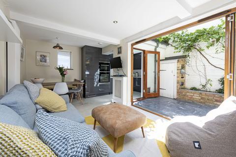 2 bedroom ground floor flat for sale - Bennerley Road, London, SW11