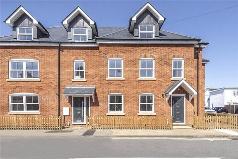 3 bedroom terraced house for sale - Laburnum Road, Chertsey, Surrey, KT16