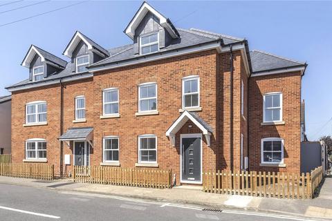 3 bedroom end of terrace house for sale - Laburnum Road, Chertsey, Surrey, KT16