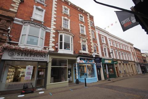 Retail property (high street) to rent - Guildhall Street, Lincoln