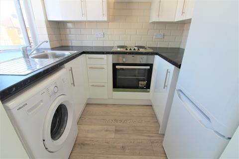 2 bedroom maisonette to rent - Addison Road, Enfield