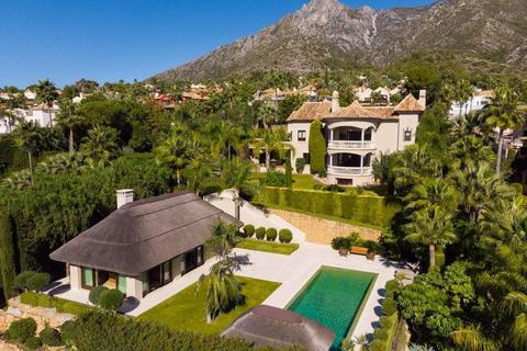 5 bedroom detached villa - Marbella, Malaga, Spain
