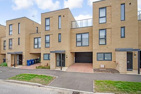 4 bedroom terraced house to rent - Allbutt Way, Trumpington, Cambridge