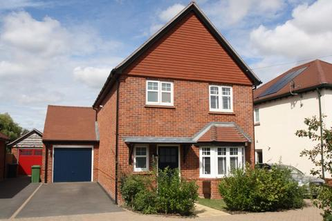 3 bedroom detached house for sale - Waltham Chase