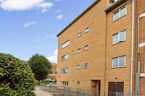 2 bedroom flat to rent - 112a Belton Way, London E3