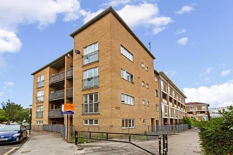 3 bedroom flat to rent - 112a Belton Way, London E3