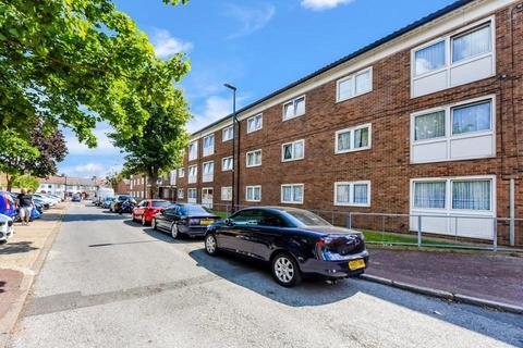 3 bedroom flat for sale - Eastbourne Road, London E6