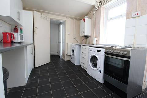 4 bedroom house share to rent - Queen Street, Treforest,