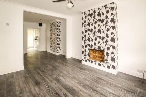 3 bedroom house to rent - Halsway, Hayes, Middlesex