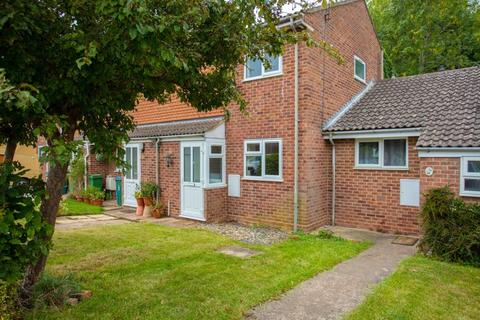 3 bedroom terraced house for sale - Meadway, Buckingham