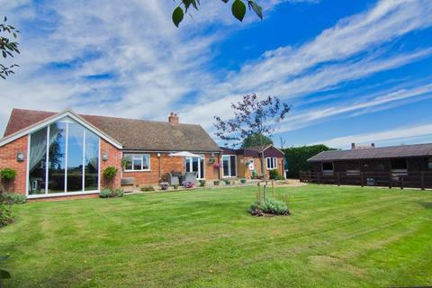 4 bedroom detached bungalow for sale - Welsh Lane, Stowe