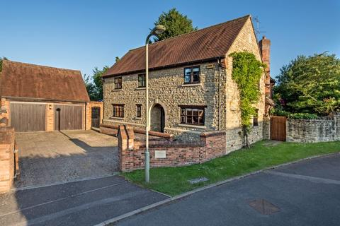 5 bedroom detached house for sale - Ledbury House, Stable Close, Finmere,