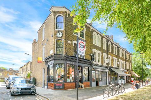2 bedroom maisonette to rent - Lauriston Road, London, E9
