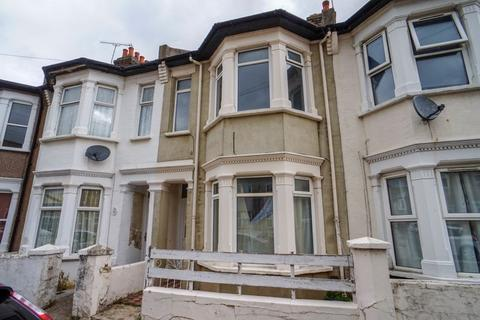 3 bedroom terraced house to rent - Burnaby Road, Southend-On-Sea