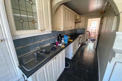 3 bedroom semi-detached house to rent - Manor Road, Dagenham