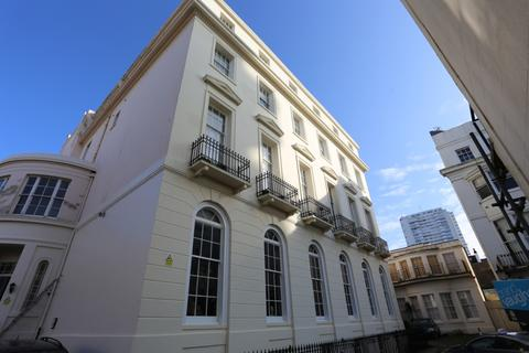 Studio to rent - Cavendish Place, Brighton
