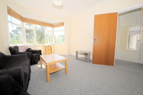 2 bedroom duplex to rent - Chase Road, London, N14