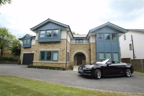 5 bedroom detached house to rent - Delahays Drive, Hale