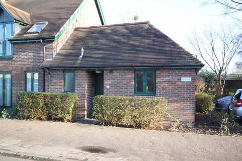 1 bedroom semi-detached bungalow - Morley Court, Baldock Way, Cambridge