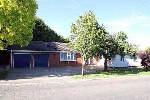 3 bedroom detached bungalow for sale - Pilleys Lane, Boston