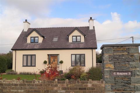 3 bedroom detached house - Efailnewydd, Pwllheli