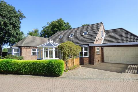 3 bedroom detached bungalow for sale - Chestnut Mews, Tickton, Beverley, East Yorkshire, HU17 9TD