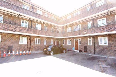 2 bedroom flat for sale - Longbridge Road, Dagenham, Essex, RM8