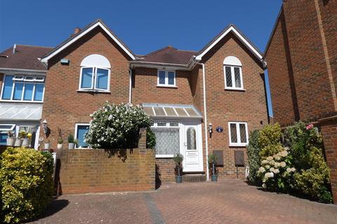 3 bedroom semi-detached house to rent - Rheims Court, Canterbury