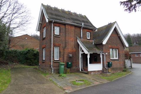 Studio to rent - Crawley Green Road Studio P1809