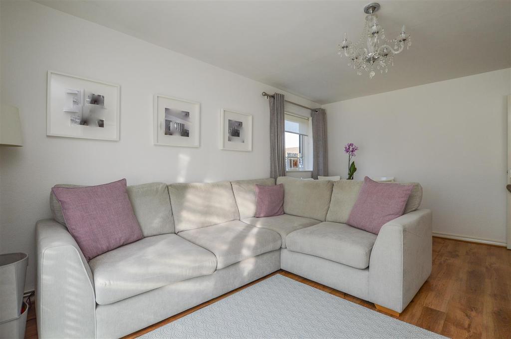 Eskdale, London Colney, St. Albans 2 bed flat for sale - £ ...