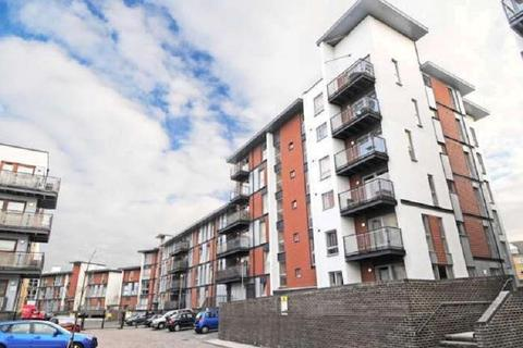2 bedroom flat to rent - Howlands Court, Commonwealth Drive, Crawley, West Sussex. RH10 1AU