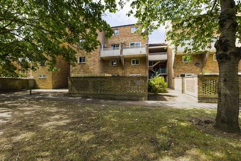 2 bedroom maisonette for sale - Sackville Close, Cambridge