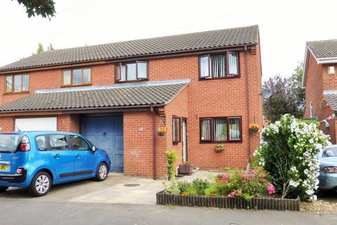 3 bedroom semi-detached house for sale - Aylesbury Close, Norwich