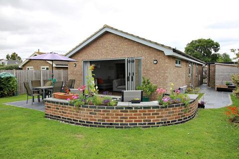 3 bedroom detached bungalow for sale - Barons Close, Halesworth