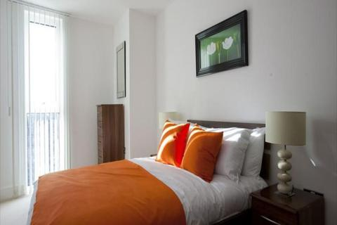 1 bedroom flat to rent - One double bedroom Flat to rent in Kensington Gardens Square, London