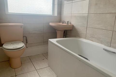 3 bedroom flat to rent - Lopen Road, London