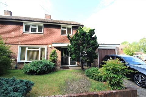 3 bedroom semi-detached house to rent - Juniper Close, Guildford