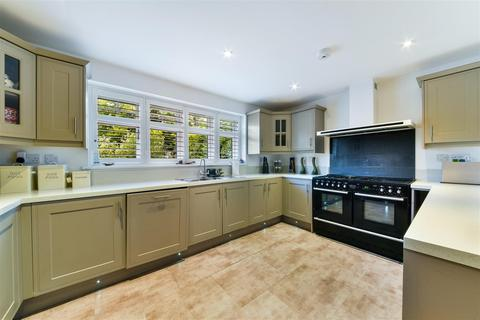 5 bedroom detached house for sale - Wonford Close, Walton on the Hill, Tadworth