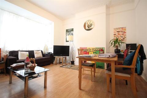 4 bedroom house to rent - Wayland Avenue, London