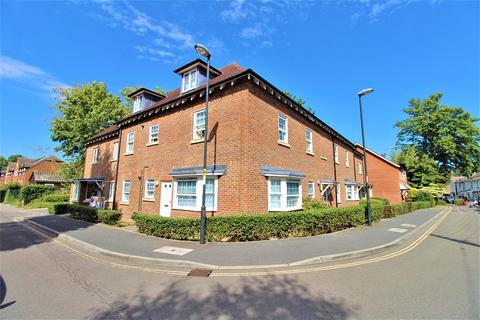1 bedroom ground floor flat for sale - Oak Road, Crawley, West Sussex. RH11 8RJ