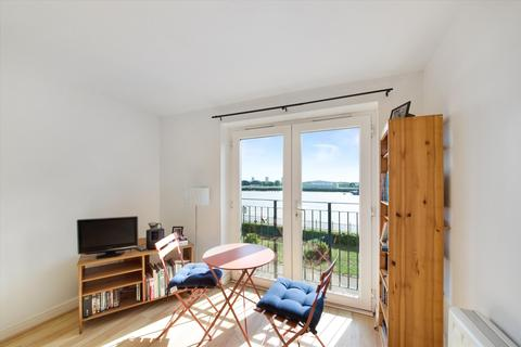 1 bedroom flat for sale - Ferguson Close, London, E14